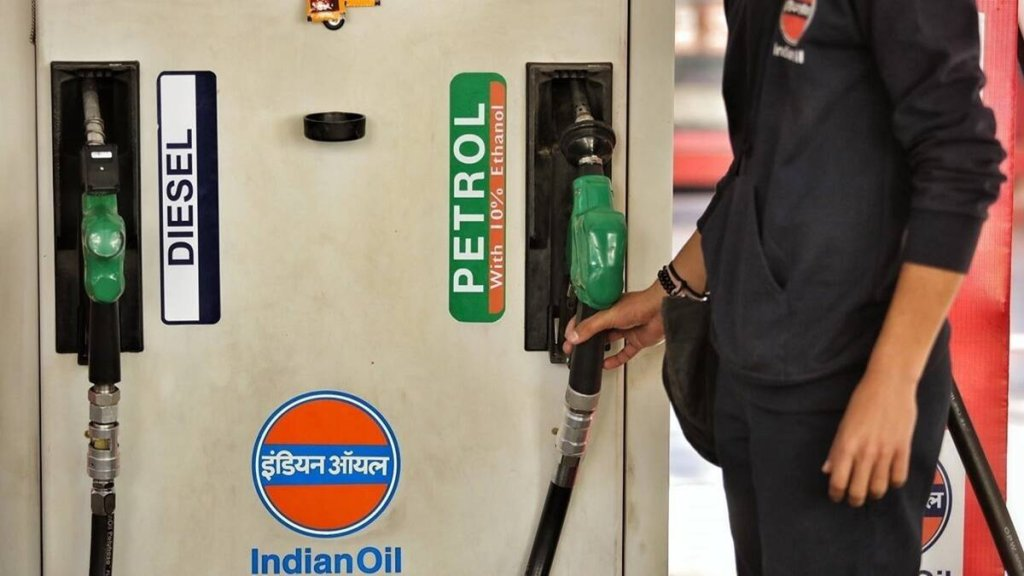 Petrol and Diesel price hike in kolkata 21 october, 2021