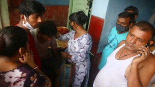 pregnant lady from collapsed building of ahirlitola gives new born birth