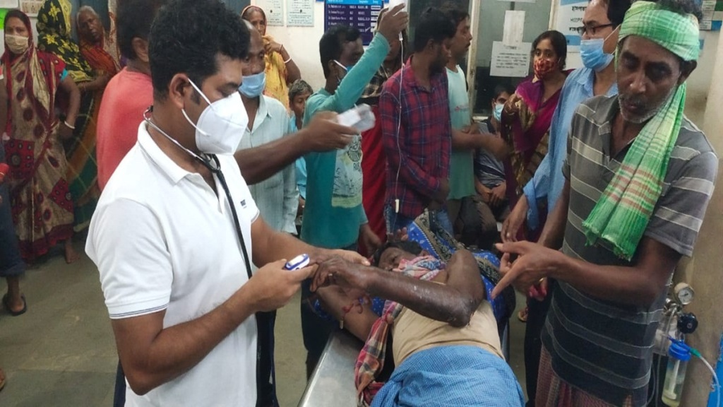 Two youth died in electrocuted during relief distribution in east medinipur bhupatinagar area