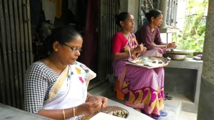 Some womens dhaki of Ashokenagars face financial diifdiculties due to corona