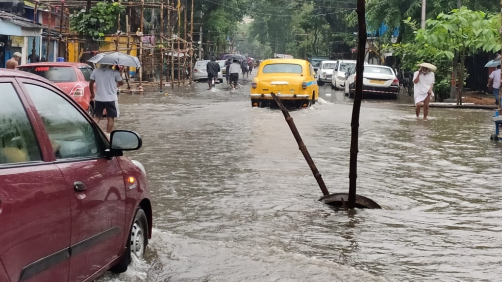 kolkatas all lock gates closed fear of further waterlogged