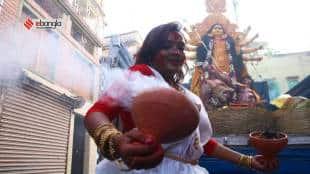 Durga Puja 2021: Women dances with Dhunuchi