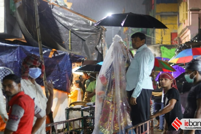Lakshmi idol has to be taken pandals and homes from Kumartuli in packet for rain