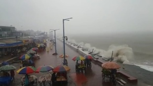 Heavy Rainfall and storm occurring at Digha, tourists are requested to stay in hotels