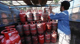 domestic non subsidised lpg cylinder price hiked see new price in kolkata