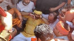 BJP's Manoj Tiwari injured during protest against ban on Chhath
