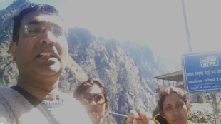 Bengali tourists from Hooghly have to stay in bus at Uttarakhand