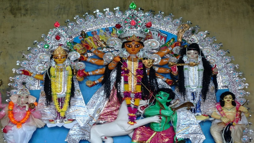 Not immersion in Dashmi, but chanting of invocations, flowing Guskara zamindar house tradition