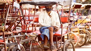 UP rickshaw puller approaches cops after receiving IT notice asking him to pay over Rs 3 crore