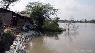 Heavy tide can destroy many river dam at sundarban, fears is going on