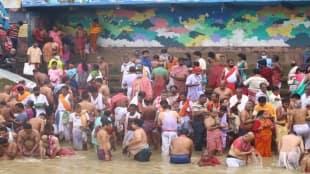 covid rules was not observed at the kolkatas Gangesghat during Tarpan time mahalaya morning